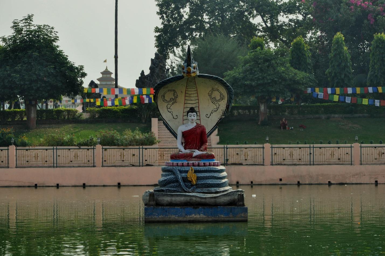 статуя Будды на озере Мукалинда, Бодхгая, Индия