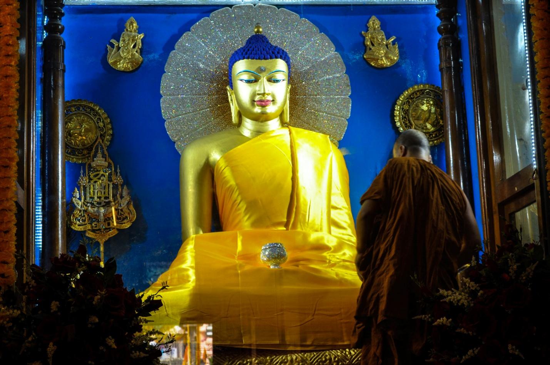 Улыбающаяся статуя Будды, храм Махабодхи, Бодхгая, Индия