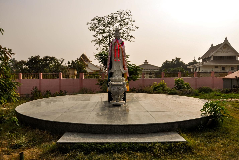 Статуя в Бодхгая, Индия