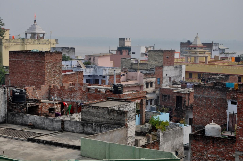 Вид с крыши на город Варанаси, Индия