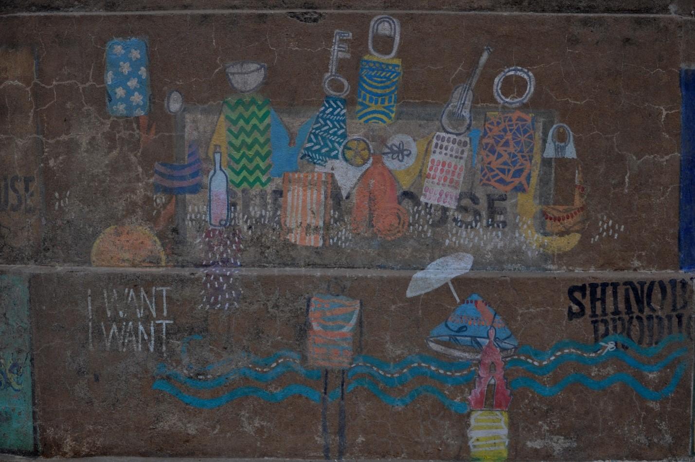 рисунки на набережной в городе Варанаси, Индия