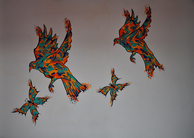 Рисованные разноцветные птицы, бабочки