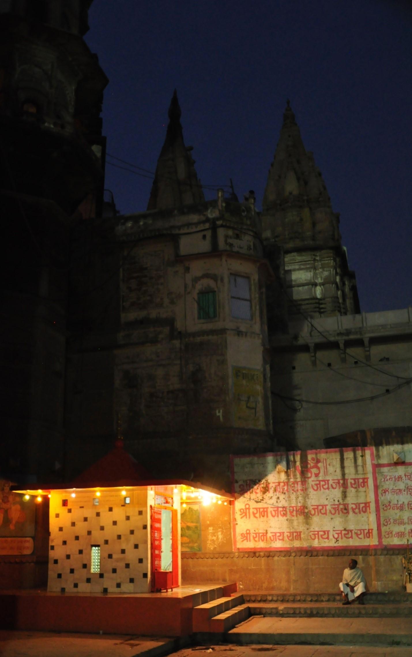 ночь в городе Варанаси, Индия