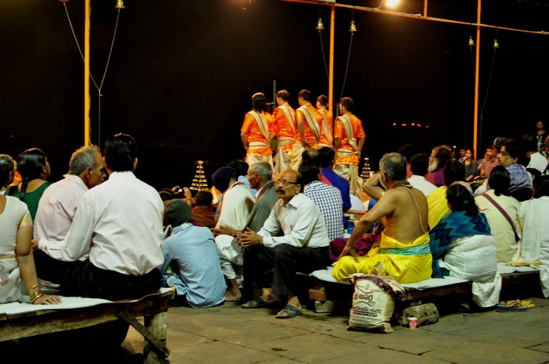церемония аарти в Варанаси, Индия