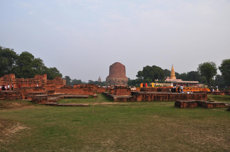руины и ступа Дхамек в Сарнатхе, Индия