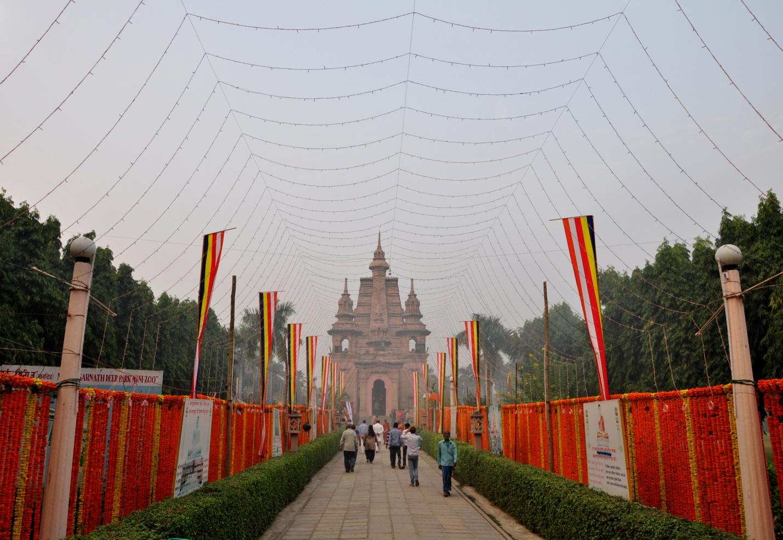 храм Мульгандхакути Вихара в Сарнатхе, Индия