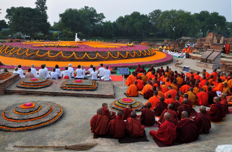 Буддисты в Сарнатх, Индии
