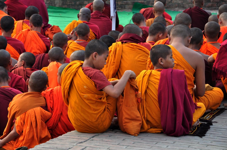 молодые буддисты в Сарнатх, Индии