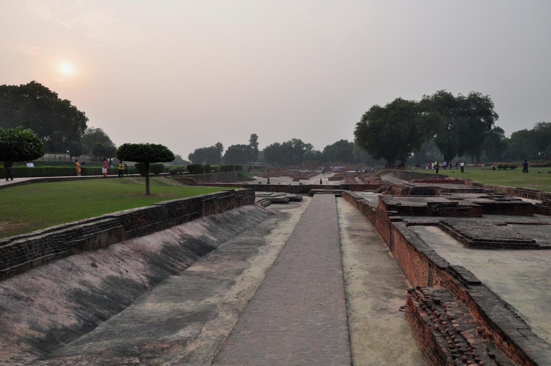 руины в Сарнатхе, Индия