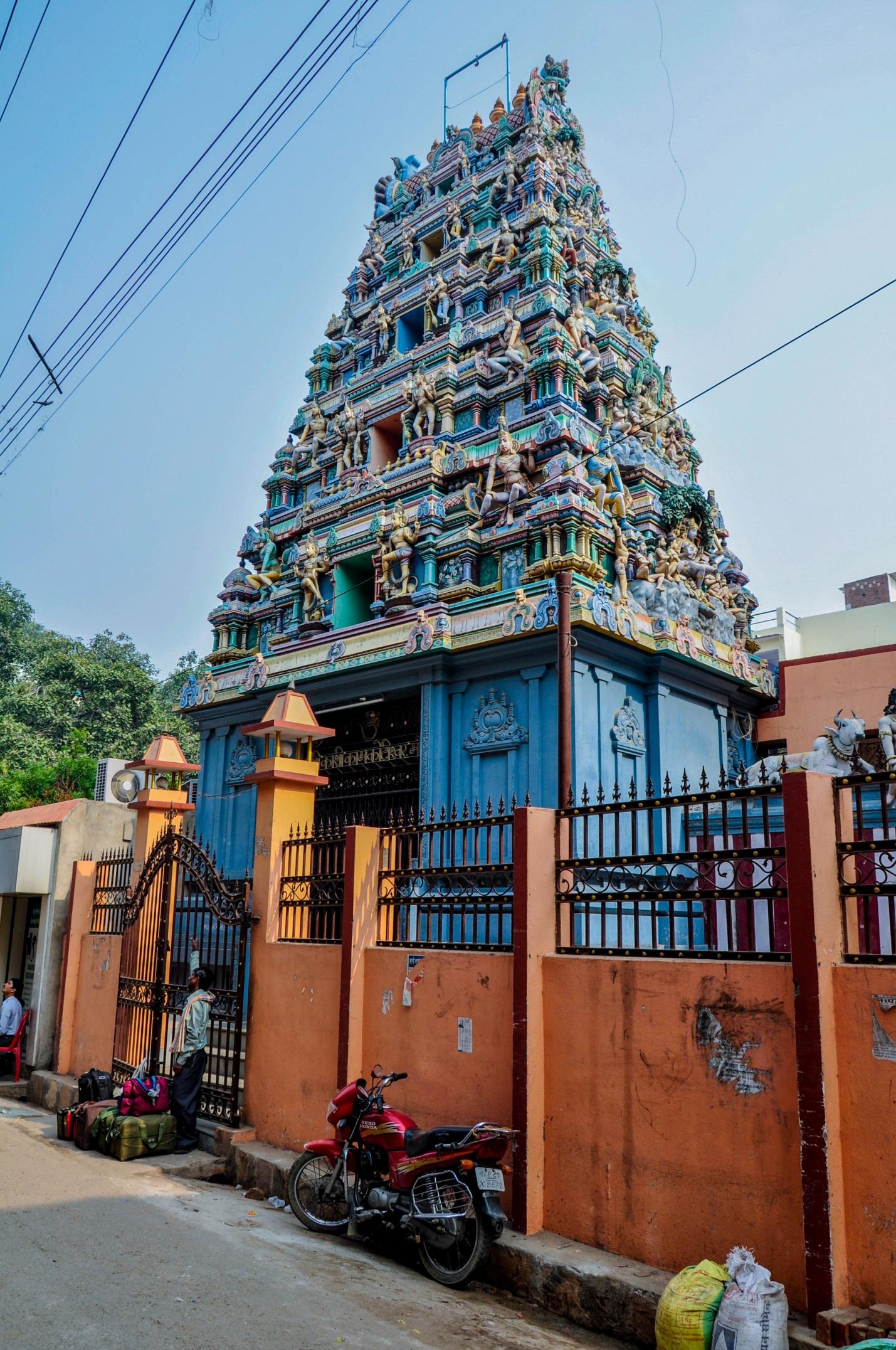 красивое здание в Варанаси, Индия