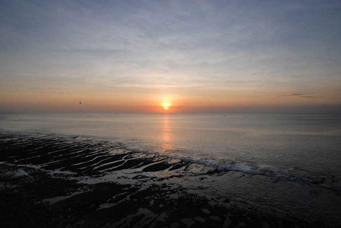 закат у моря на Бали