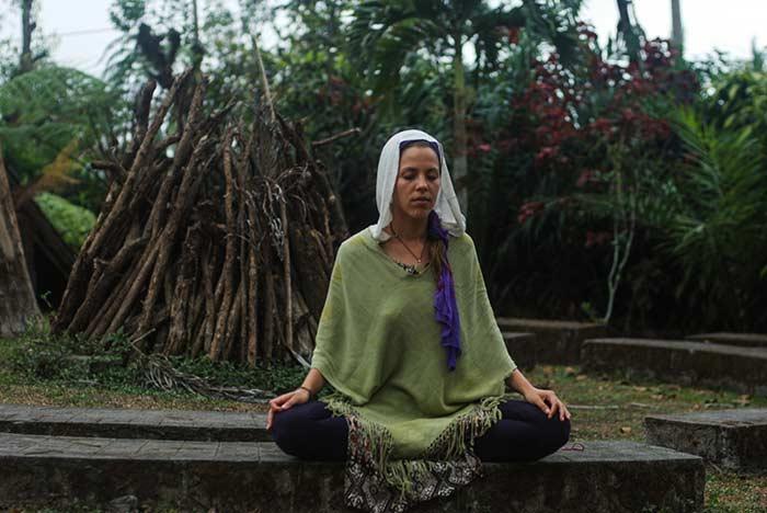 Девушка медитирует, Бали