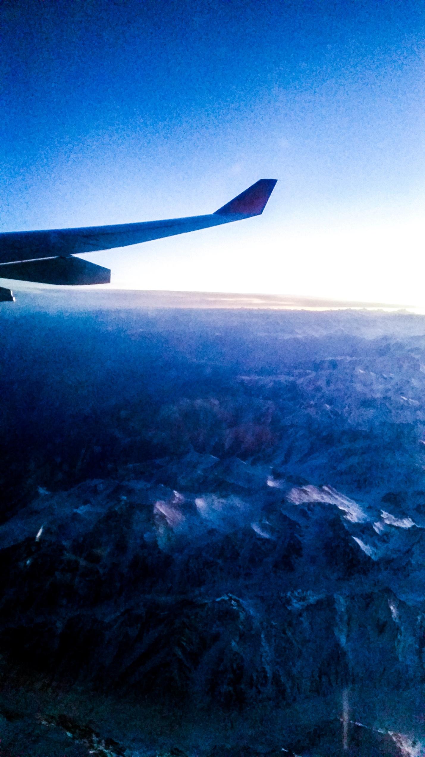Пейзаж под крылом самолета
