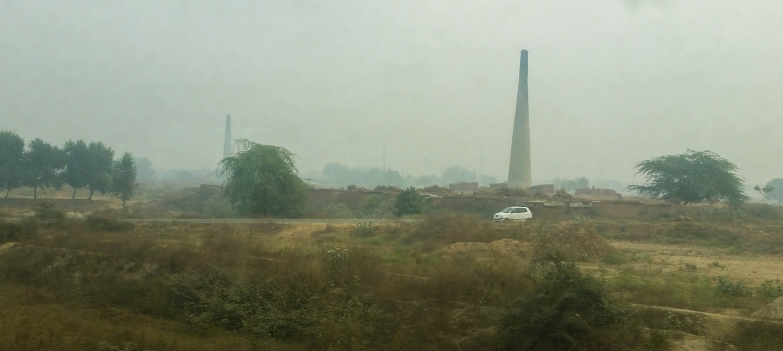 Пейзаж из окна поезда в Индии