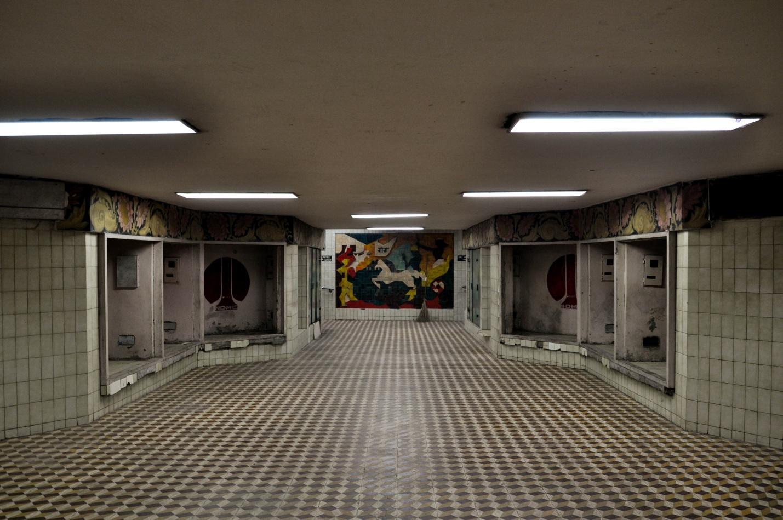 Уютный подземный переход в Дели, Индия