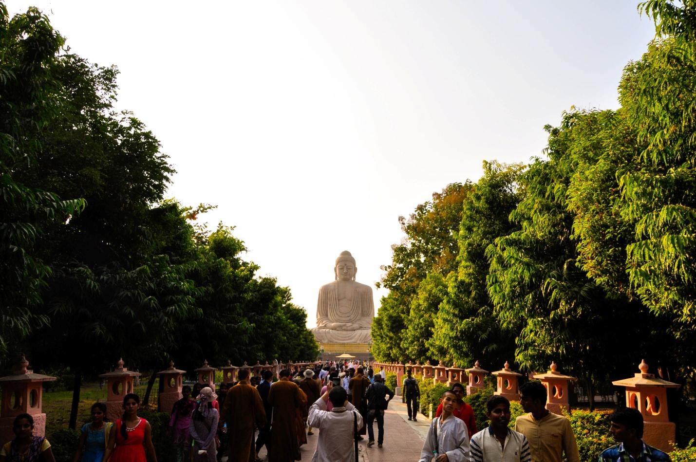 Аллея перед большой статуи Будды, Бодхгая, Индия