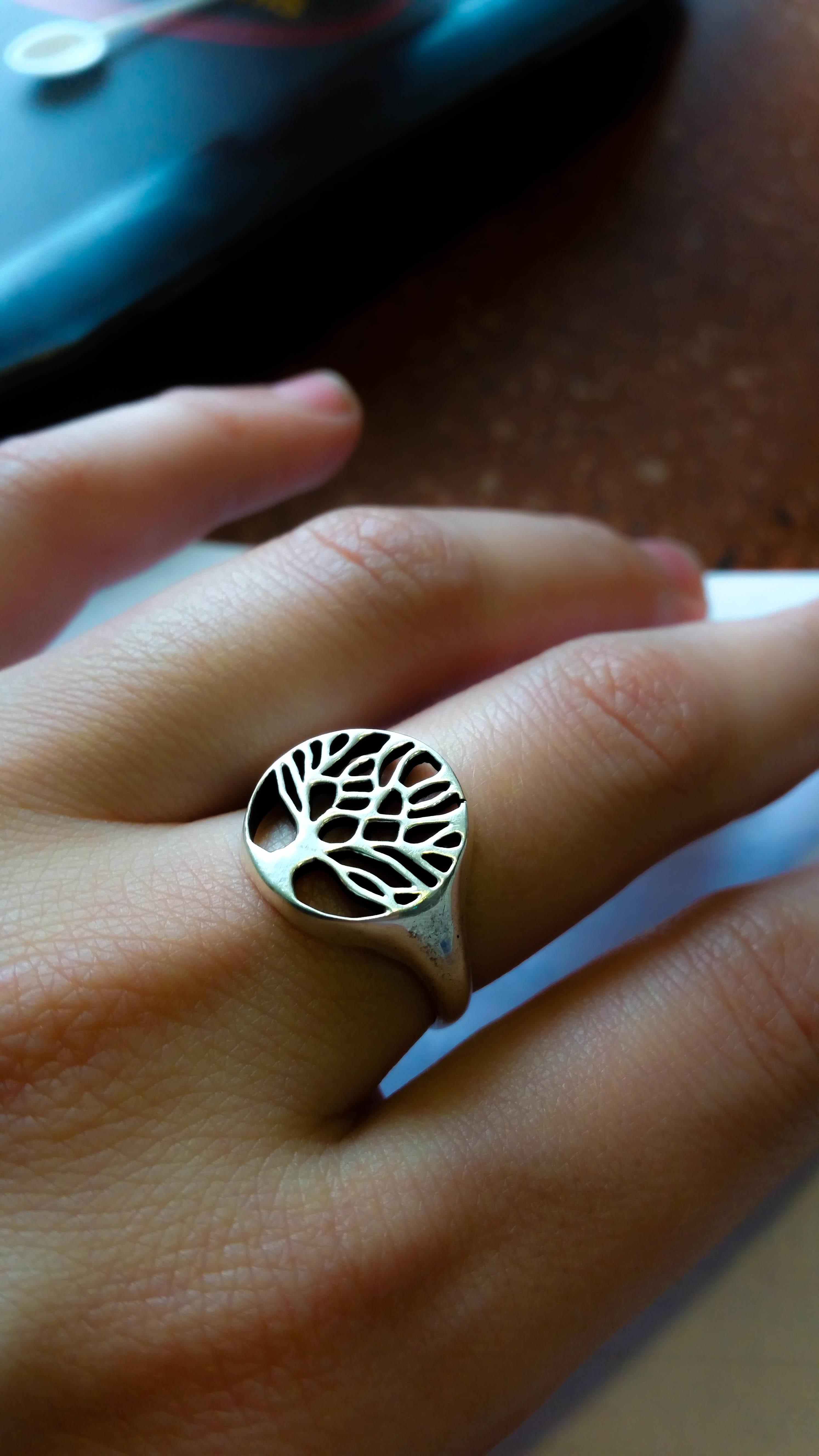Серебряное кольцо с символом дерева
