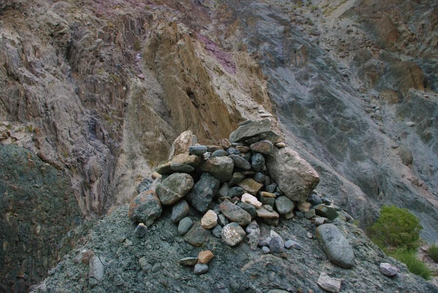 Горка из камней в Гималаях, Индия