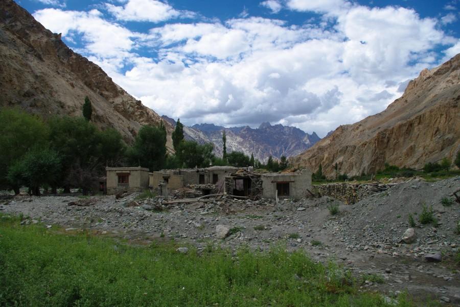 Деревня в Гималаях, Индия