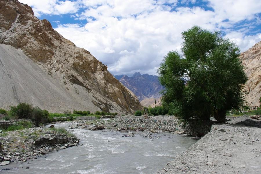 Горная река в Гималаях, Индия