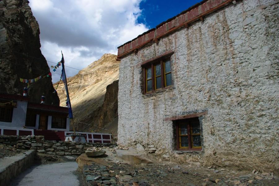 Доам в деревне, Гималаи, Индия