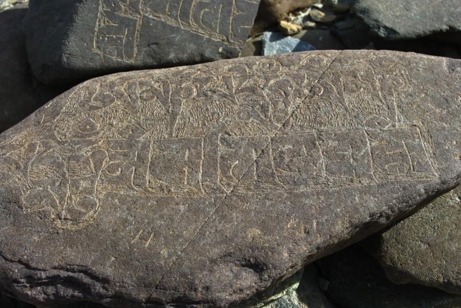 Надписи на камнях, Гималаи