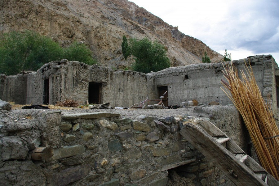 Заброшенный дом в деревне, Гималаи