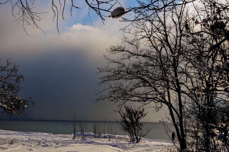 Снежный парк и зимнее море. Керчь, Крым