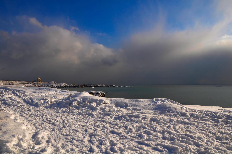 Снежный парк и зимнее Черное море. Керчь, Крым