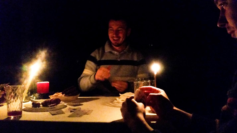 Игра в карты при свечах
