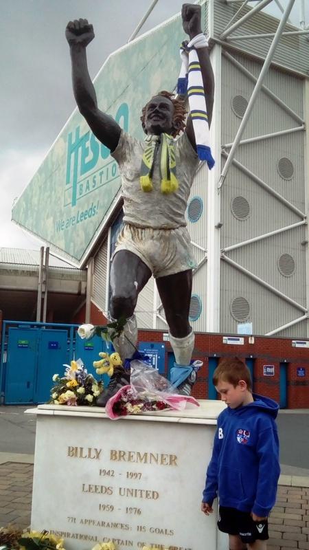 Статуя у стадиона «Лидса», Лидс, Англия