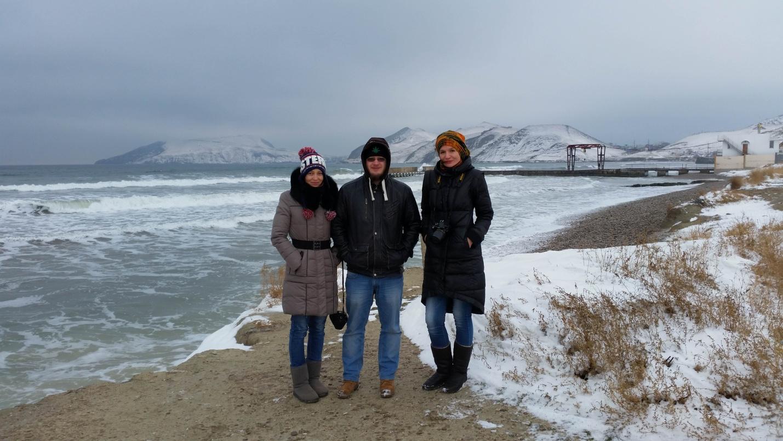Команда Travel-bug у зимнего моря в Крыму