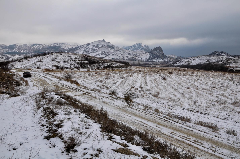 Красивый зимний пейзаж в Крыму