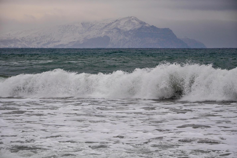 Зимнее море на фоне снежных гор, Новый Свет, Крым