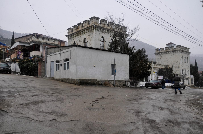 Улочки поселка Новый Свет зимой, Крым.