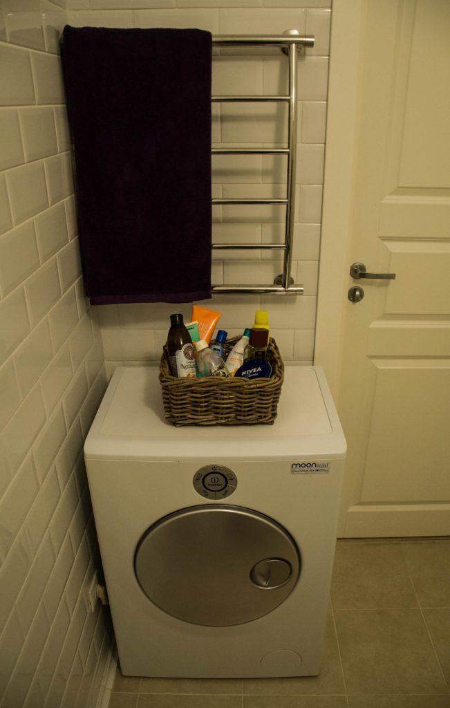 Стиральная машинка и полотенцесушитель
