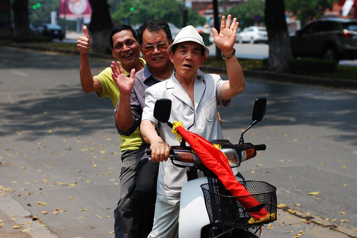 Вьетнамцы на мотороллере