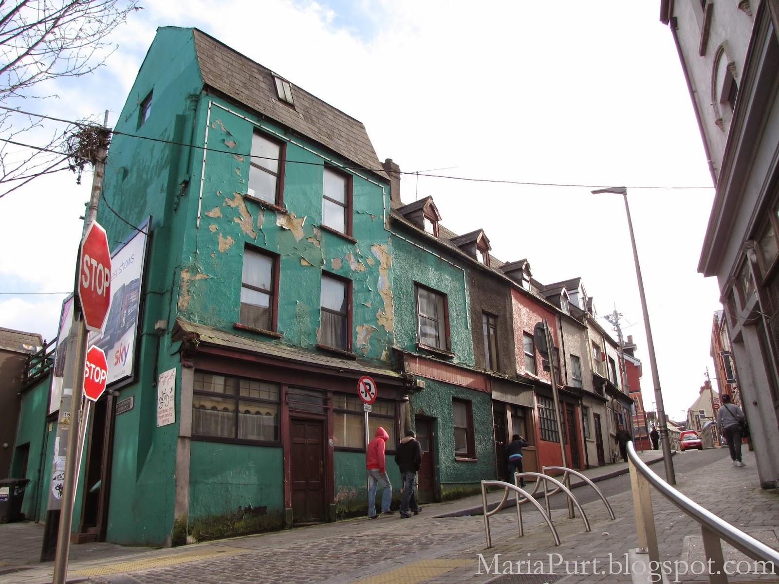 Старая улочка и старые дома в Корке, Ирландия