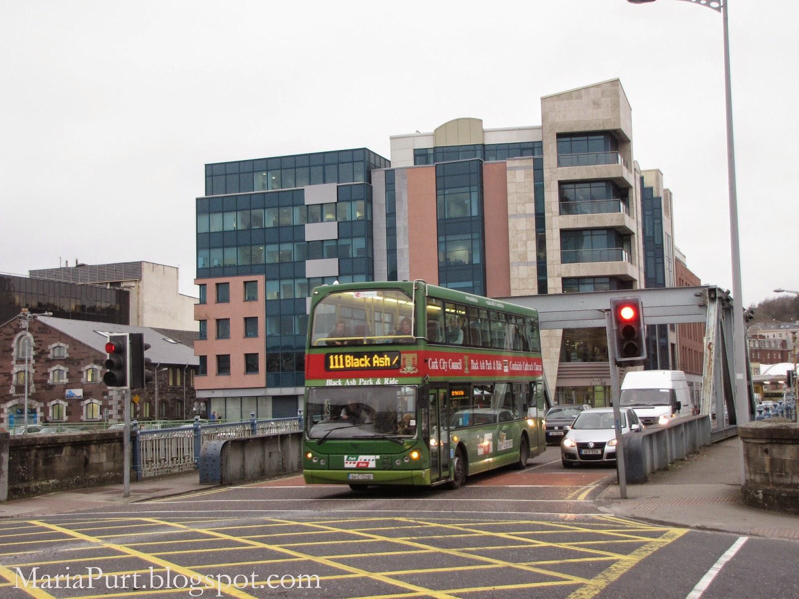Двухэтажный автобус в Корке, Ирландия