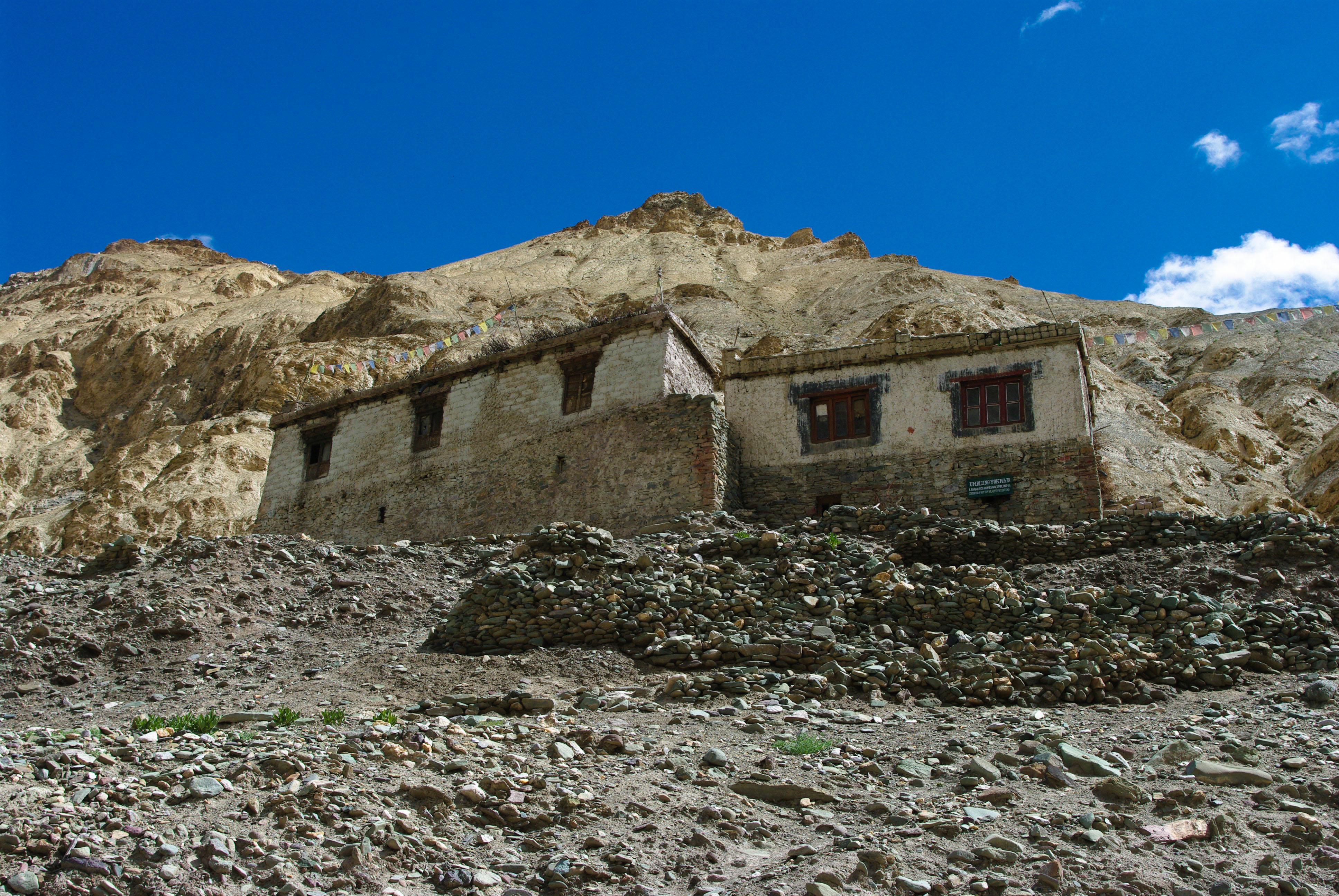 Деревенский дом в горах Гималаи