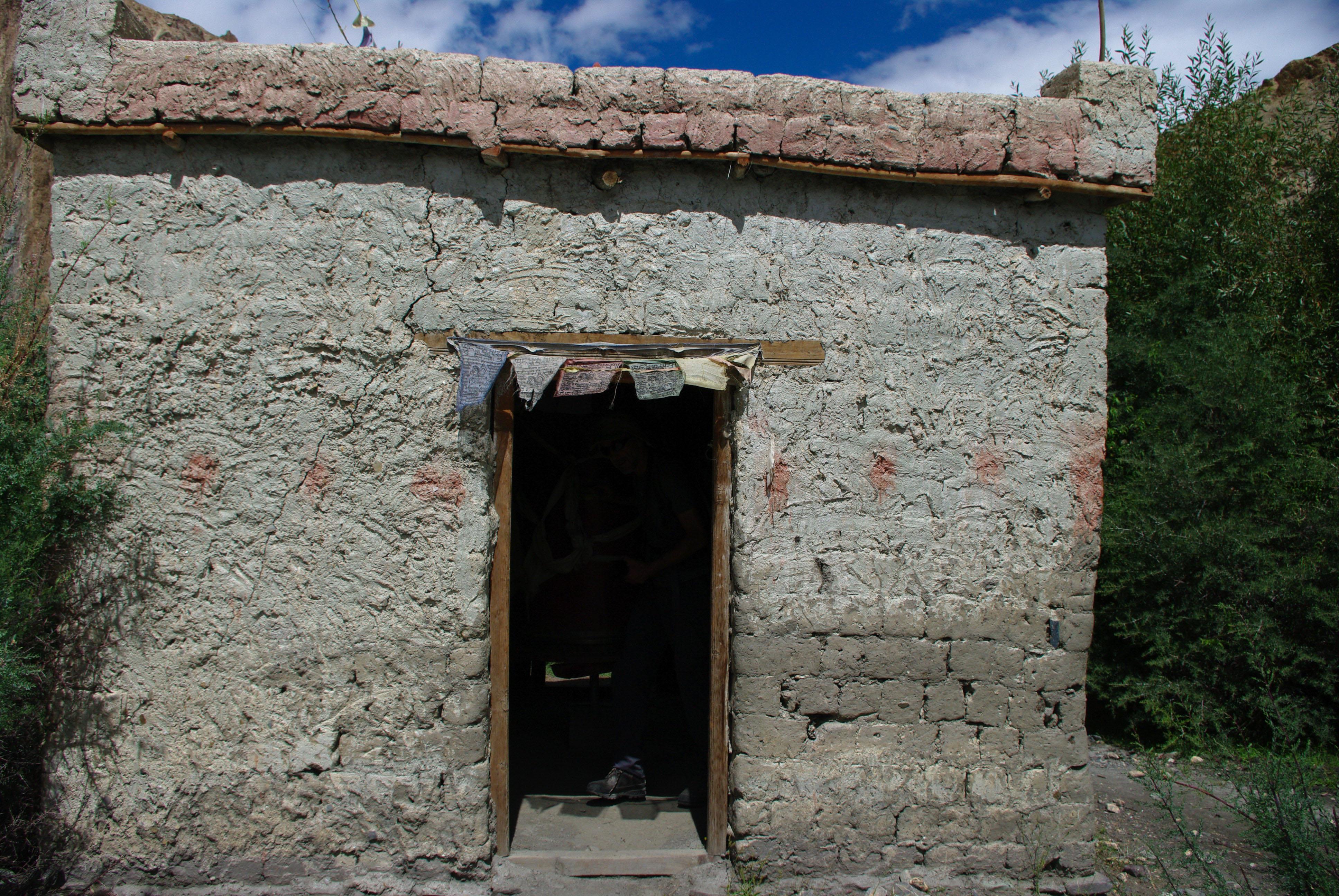 Строение с молитвенным барабаном внутри, Гималаи