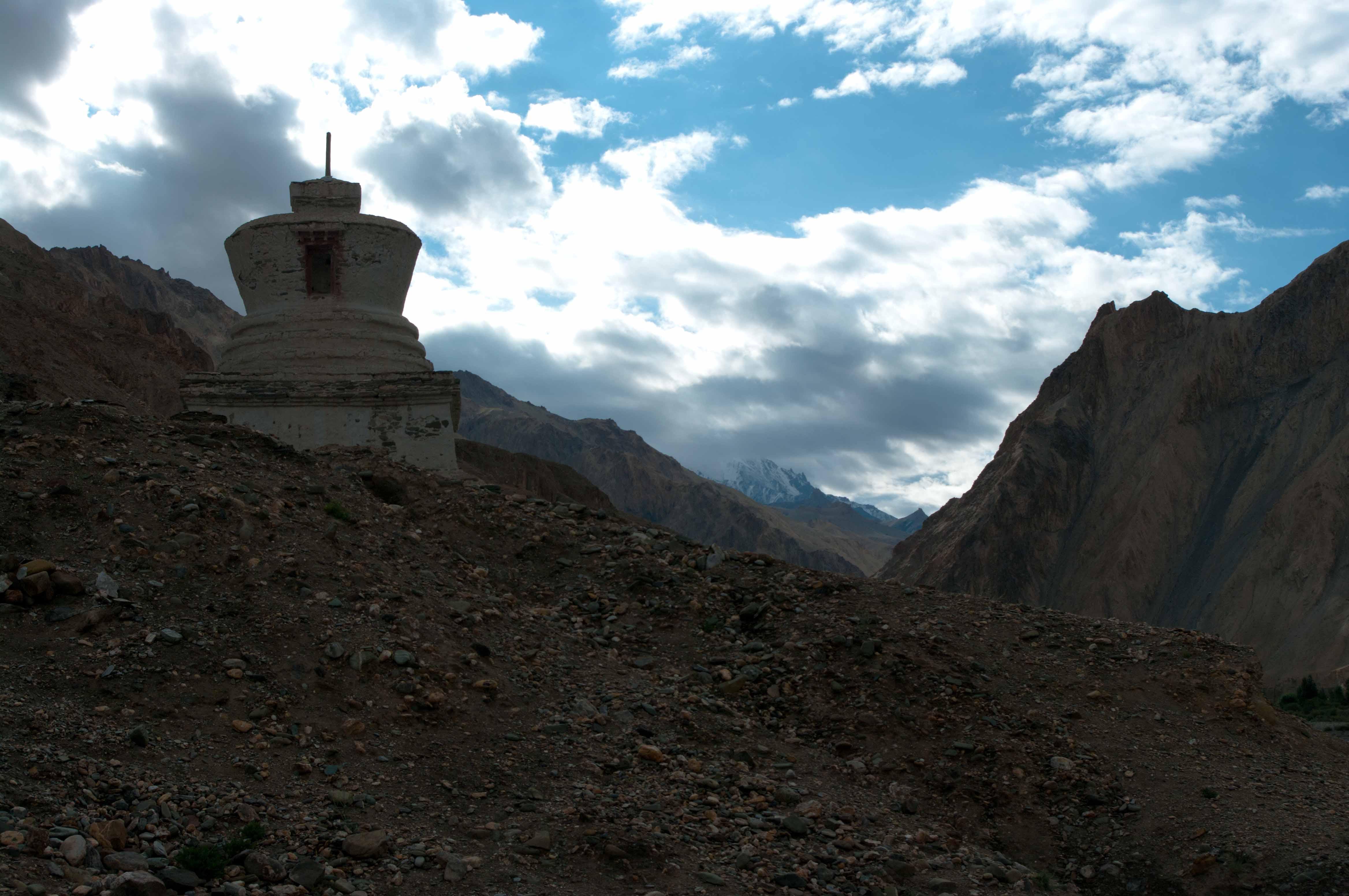 Ступа в горах Гималаи