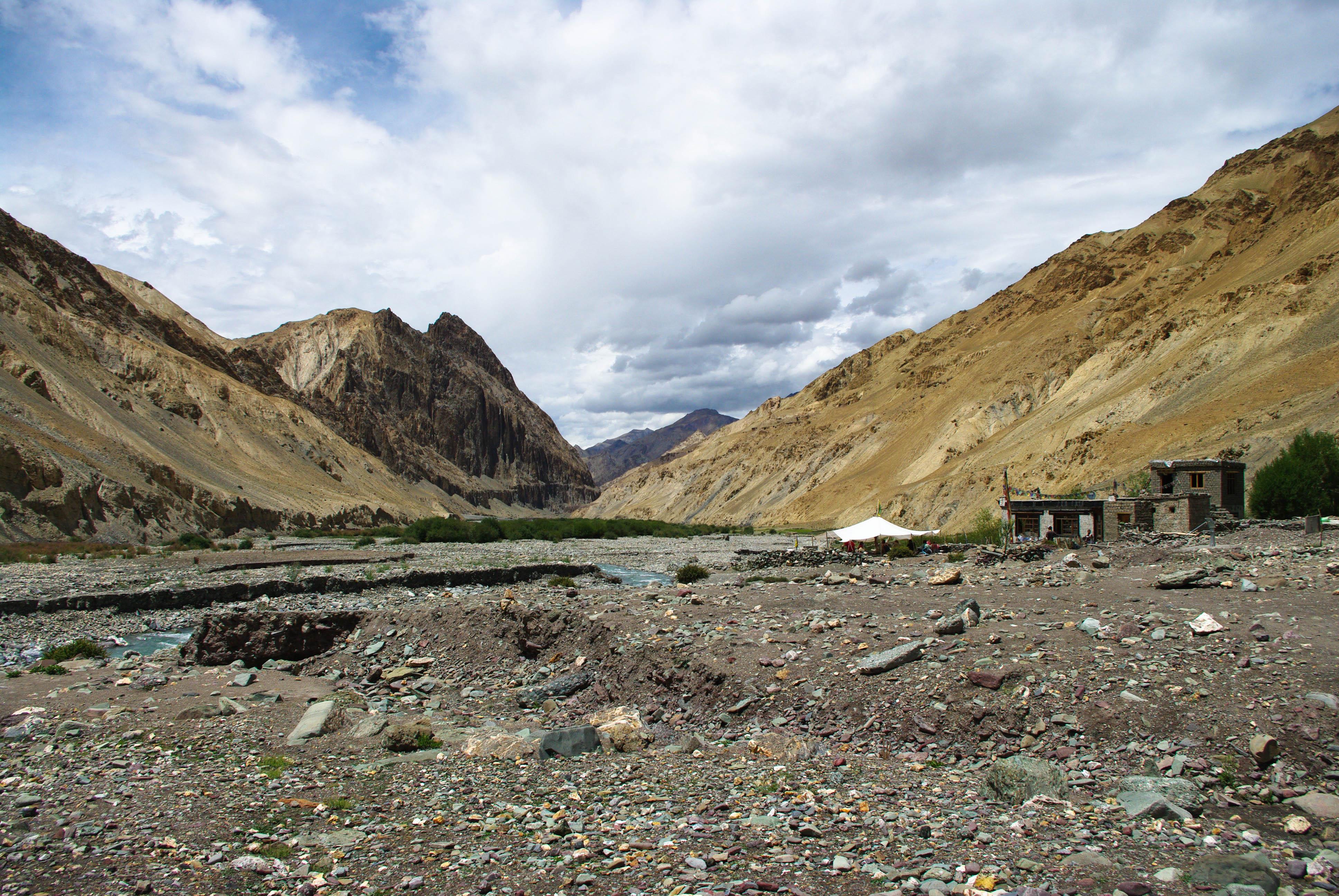 Деревня Hangkar в Гималаях