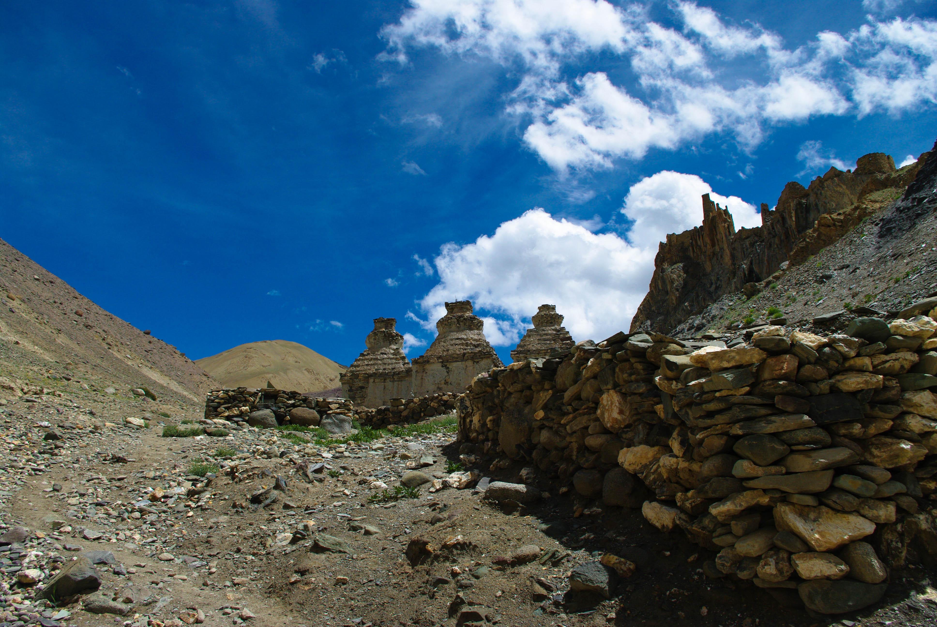 Ступы в Гималаях