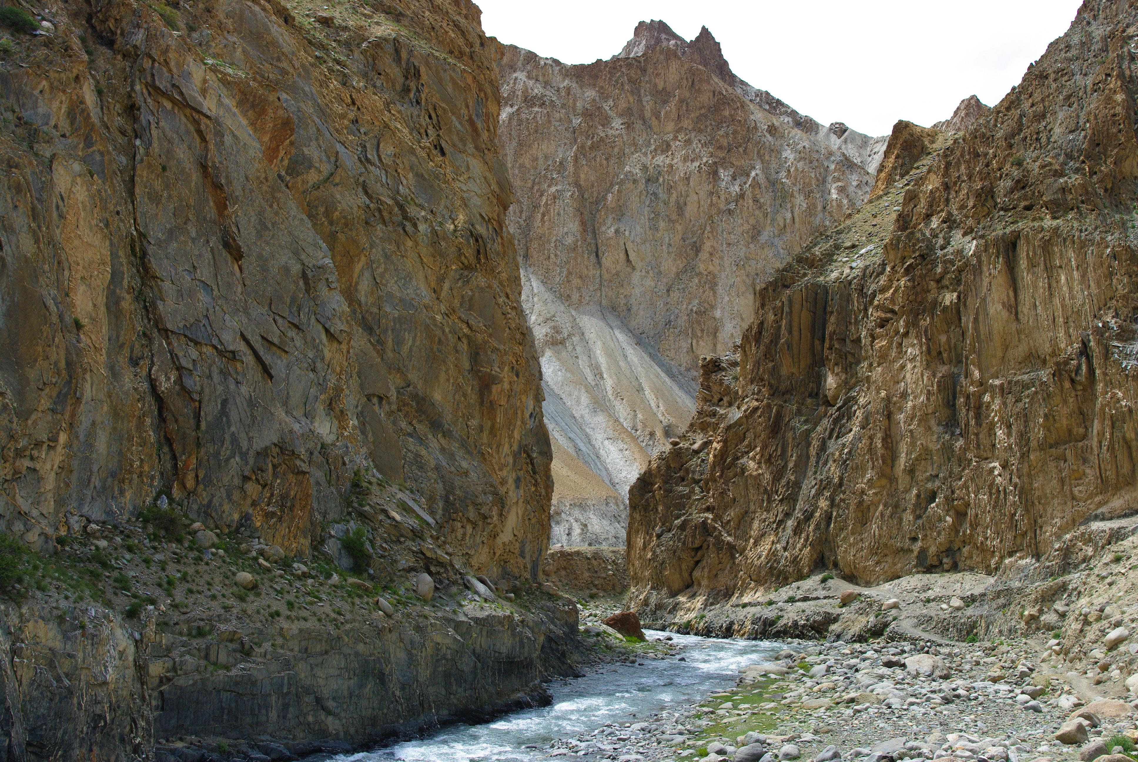Каменные коридоры в Гималаях