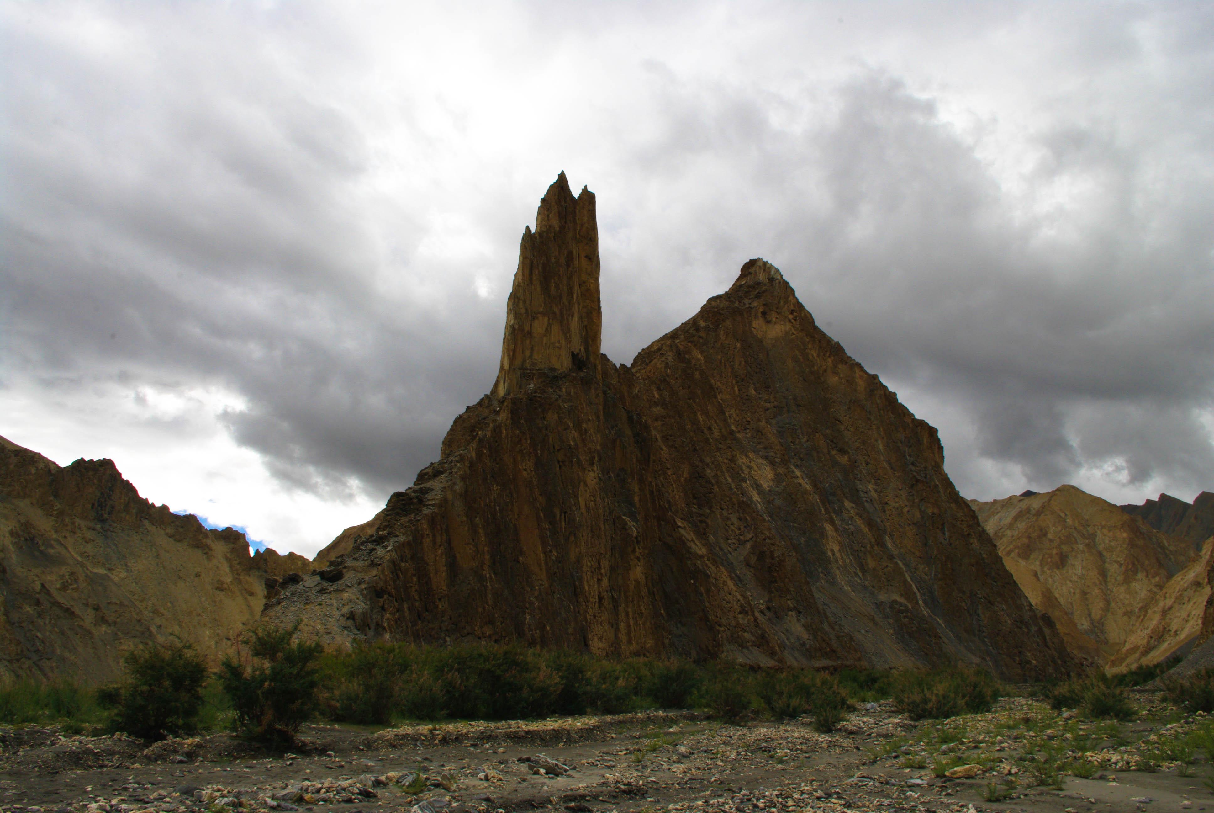 Необычная гора в Гималаях