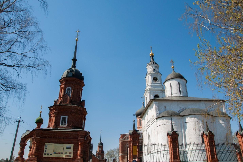Вид на Волоколамский Кремль с центрального входа