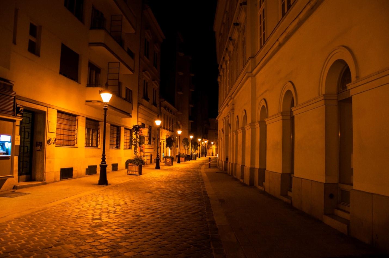 Тихая ночная улочка в Будапеште