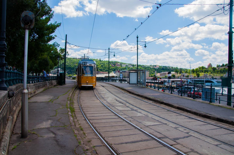 Старый желтый трамвай в Будапеште