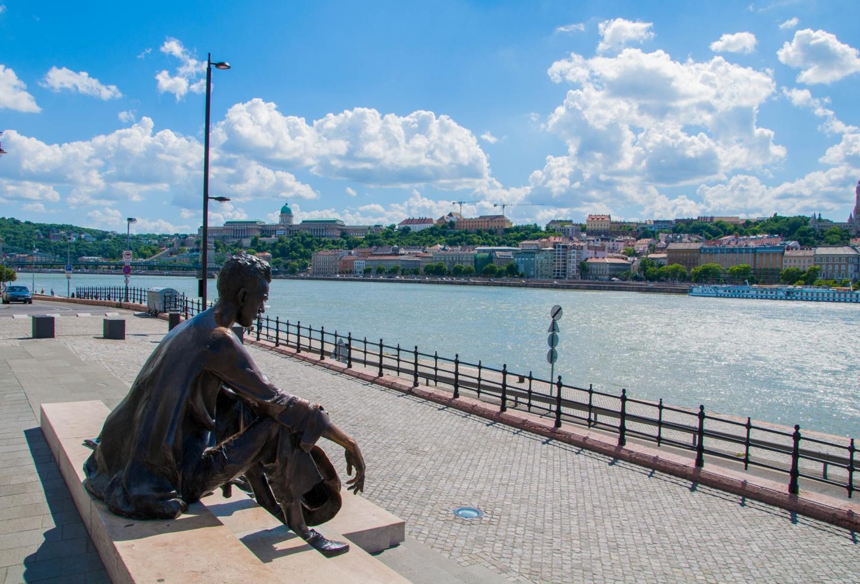 Памятник венгерскому поэту Аттиле Йожефу, Будапешт